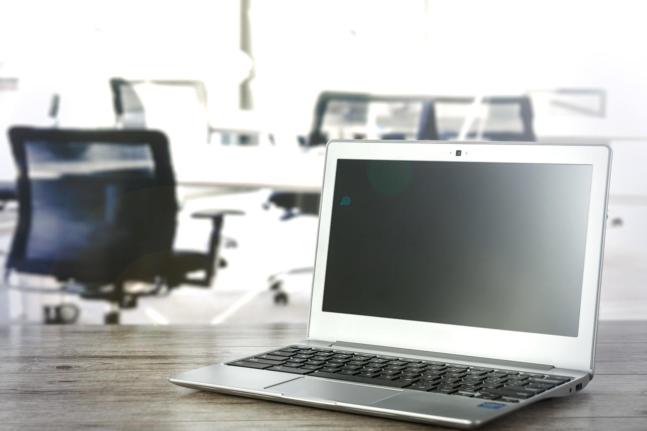 laptop en kantoor financieren met wentelkrediet